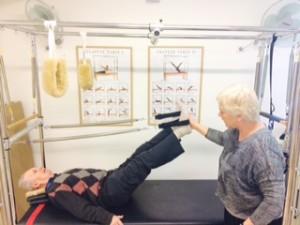 וולף בן 93 לאחר שבר ירך וניתוח מבצע תרגילים על הקדילאק